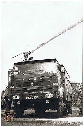 You are browsing images from the article: Ćwiczenia w zakładzie Pilskich Fabryk Mebli w Rogoźnie  w 1987 roku.